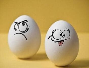 老板发微笑表情时,到底想说什么?